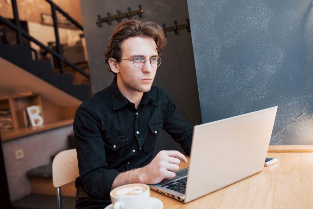 Czy warto samodzielnie tworzyć strony www?