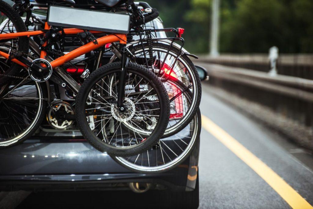 Bagażnik rowerowy na hak – do jakiego samochodu?