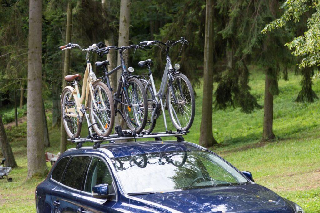 Zalety montażu bagażnika rowerowego na dachy samochodu