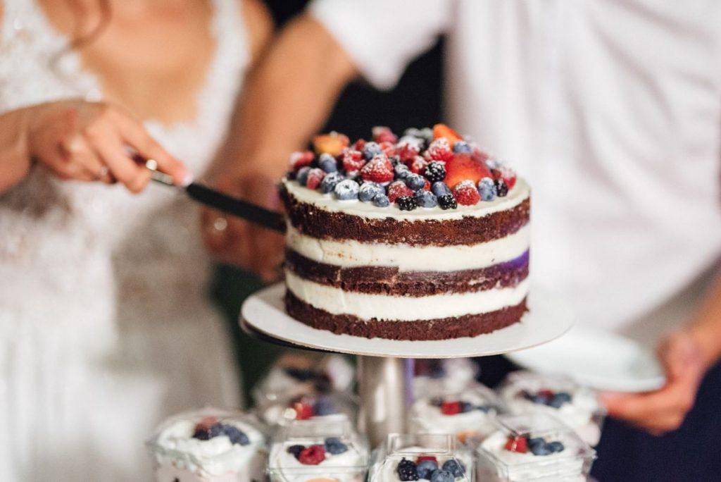 Kilka wskazówek odnośnie wyboru tortu weselnego