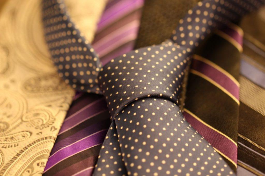 Różnorodność krawatów w naszym sklepie internetowym