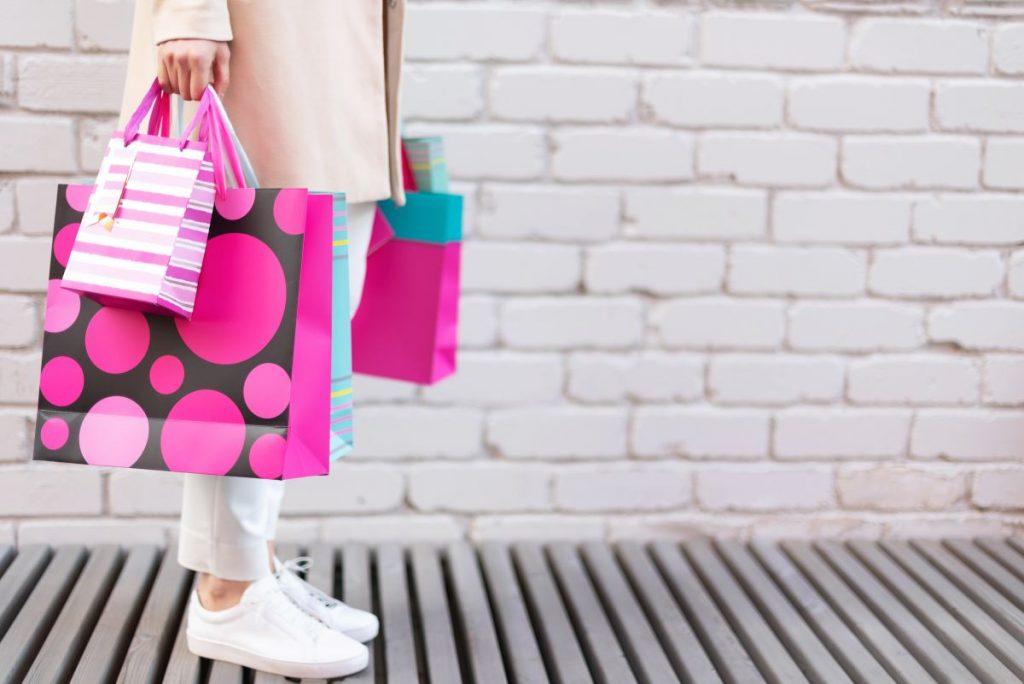 Zakupy w butiku internetowym – wygoda i szeroki asortyment produktów
